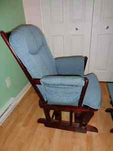 Rocking chair with ottoman Gatineau Ottawa / Gatineau Area image 4