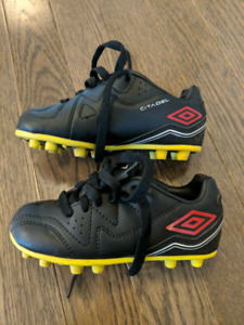 Umbra soccer cleats- preschool size 9- EUC- $10