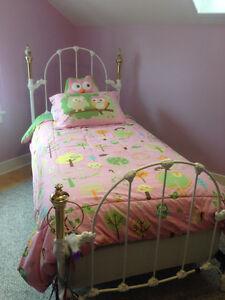 2 Beautiful single iron beds with mattresses