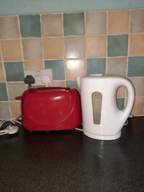 Toaster and Kettle (delivery available)