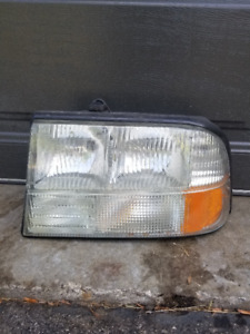 Drivers side headlight for 1998 to 2004 GMC Sonoma