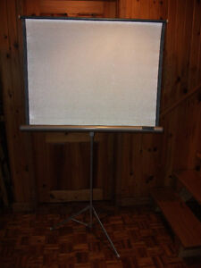 Écran de projection portatif sur pied (2)