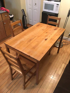 Wood kitchen table/dining set table with 4 chairs!