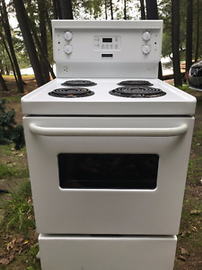 Frigidaire Refrigerator & Stove Great Working Order!