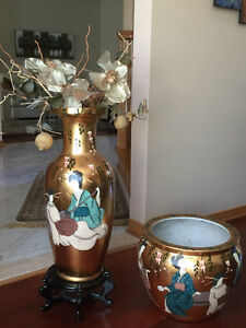Beautiful Floor Vase with pedestal and matching planter