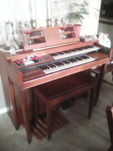Thomas Electric Organ with Bench.