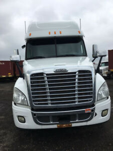 2013 FREIGHTLINER CASCADIA - EXCELLENT CONDITION