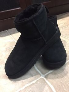 Black Mini Uggs Size 10