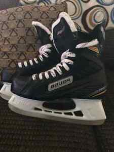Men's 8.5 Bauer hockey skates for sale