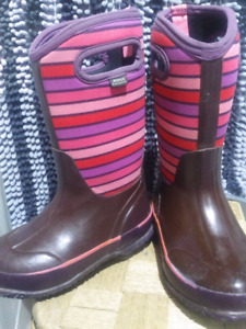 Girls bogs winter boots size 13 pinks/purples