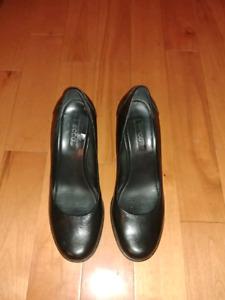 Ecco Women's Black Leather Pumps  - Size 41