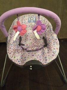 Baby vibrating/musical seat