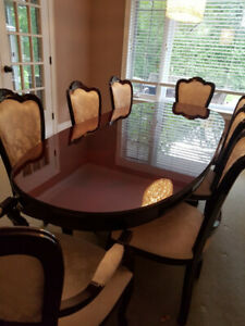 8 chairs/table/hutch