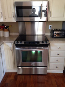Whirlpool stainless steel slide in range with convection oven