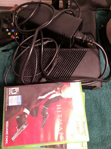 XBOX 360 Slim 4 GB and accessories