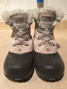 Girls The North Face Waterproof Winter Boots Size 4 London Ontario image 5