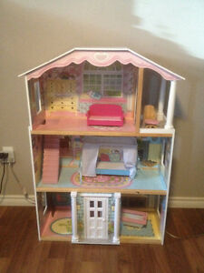 Big Kidkraft Doll House / Playhouse with Accessories