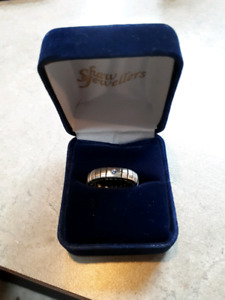 Silver ring, stretches to fit any size finger