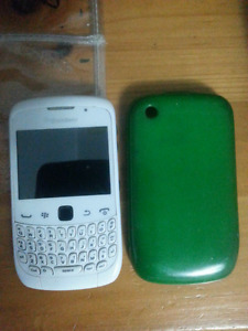 Blackberry curve 9300 for repairing or parts
