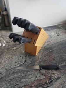 8 piece serrated knife set with block