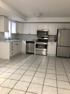 BEAUTIFUL 3-LEVEL 4 BED TOWNHOUSE FOR RENT OCT 1