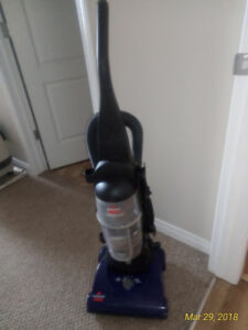 EXCELLENT running VACUUM, floors and carpets any depth, + hose