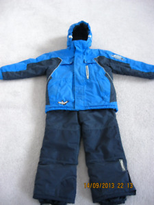 boys size 8/10 snow suit with free snow gloves
