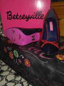 "Offer 2: Betsey Johnson Shoes 5 1/2"" Cambridge Kitchener Area image 9"
