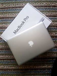 Apple MacBook 13.3 with hard & soft case and Mighty Mouse