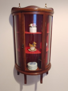 Curio cabinet, 24 inch tall, glass on 3 sides. Orangeville area.