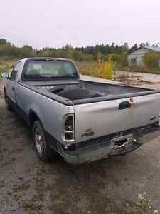 Pieces de Ford F-150 1999  1$+taxes