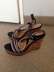 Size 9 wedge sandals like new - 25$