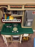 Excellent condition little tikes shopping cart and kitchen