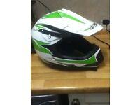 Green & white motorbike helmet 15