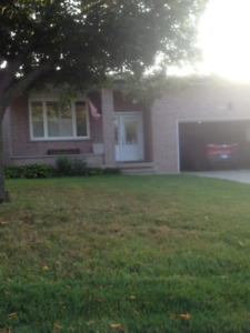 Recently Renovated, Nice home, Near Linc and 403 Access