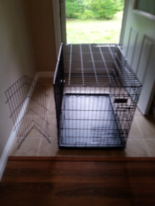 Black wire metal dog crate excellent condition with divider