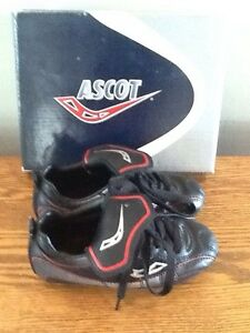 Ascot soccer shoes / cleats like new