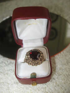 ANTIQUE VICTORIAN-STYLE ORNATE DEEP RED GARNET LADY'S RING