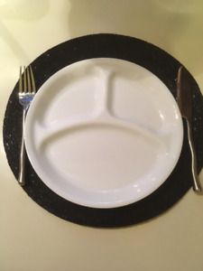 Corelle Sectioned Dinner Plates x 4