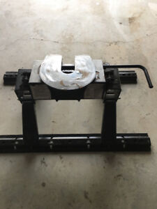 Fifth wheel hitch and rails price reduced