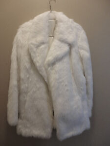 Women's white faux fur winter jacket Size Small Brand new London Ontario image 5