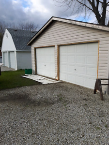 WANTED .. WHITE 9 X 7 OVERHEAD GARAGE DOOR