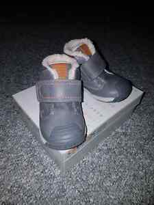 Geox winter boots brand new in a box size 22(6) toddler