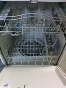 Lave vaiselle Kenmore stainless / Dishwasher Kenmore  100$