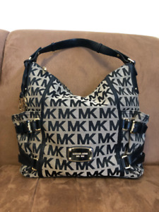 *** AUTHENTIC MICHAEL KORS PURSE $130 OBO ***