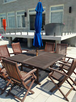 Wooden Patio set en bois + 8 chaises/chairs + umbrella parasole