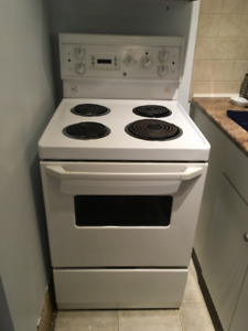 """24"""" stove, white, GE - works perfectly"""