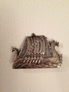 J R Gaunt London Shetland brooch