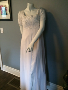 White Short Sleeve Gown Approx Size 12  New Unworn (#15)