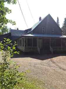 Taymouth Property -15 Minutes to City Limits-Large Home